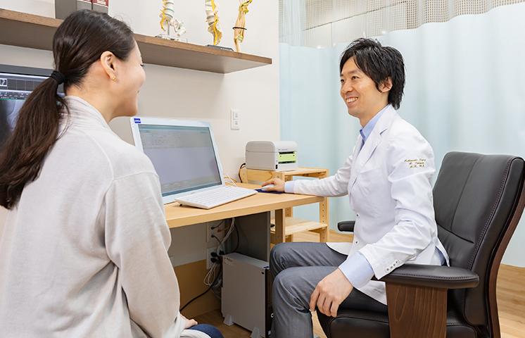 整形外科専門クリニックとして、キズ・ケガ・骨折などの外傷はもちろん、関節や背骨等の加齢性疾患、スポーツ障害、骨粗鬆症診療まで幅広く対応しております。